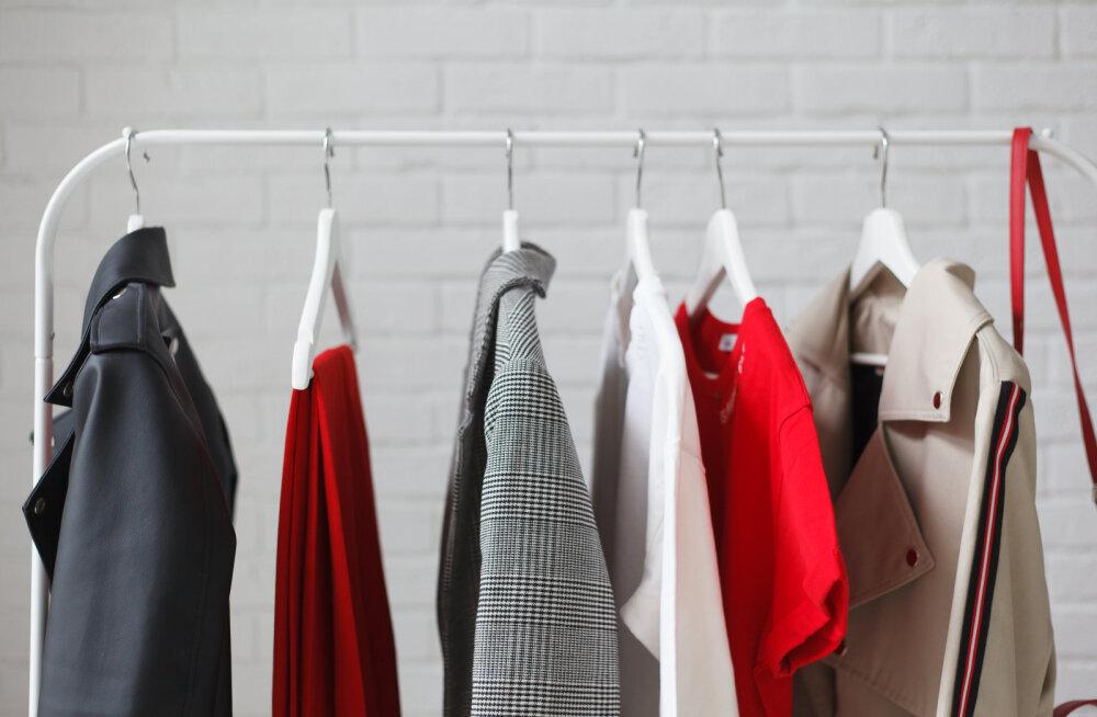 ÜHEKSA garderoobi põhieset, mis igal üle 50aastasel naisel olemas võiksid olla