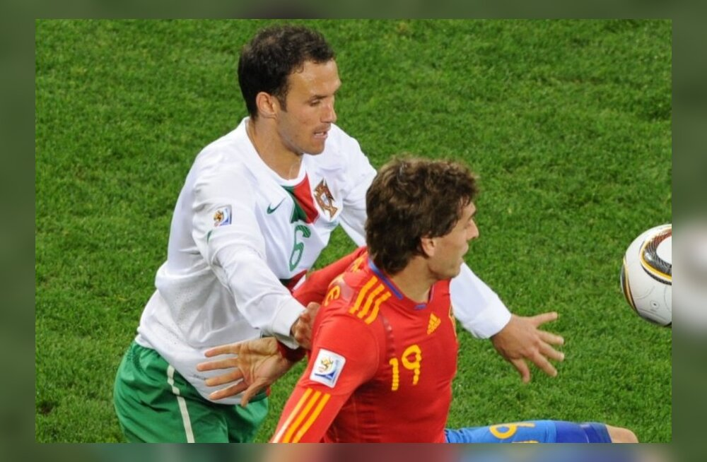 Ricardo Carvalho (vasakul)