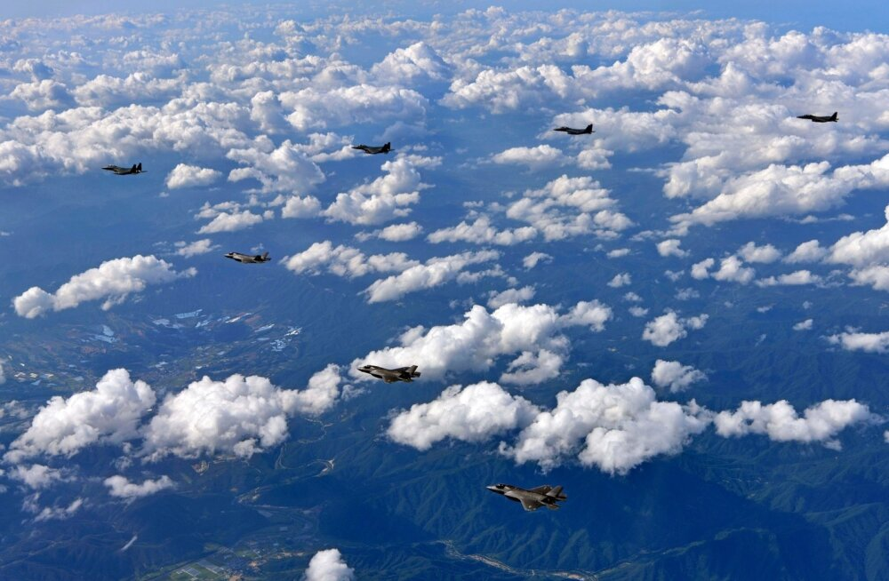 USA lennutas üle Korea poolsaare pommitajad B-1 ja hävitajad F-35