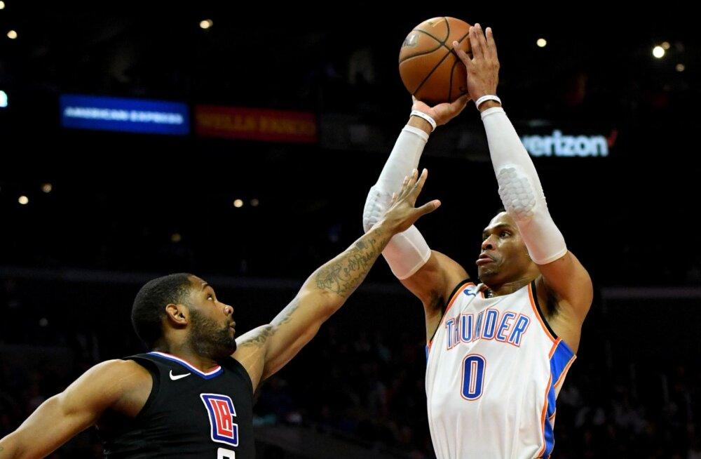 VIDEO | Westbrooki hooaja 13. kolmikduubel aitas Thunderil lõpetada Clippersi võiduseeria