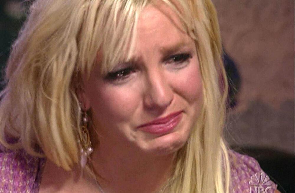 Lõpuks teada! Ehmatav ja kahtlaselt häiriv põhjus, miks Britney Spears tegelikult oma juuksed maha ajas