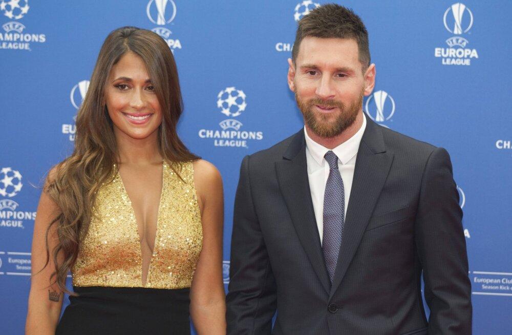 FOTOD | Populaarseimate jalgpallurite naiste TOP 10. Esimest ja teist kohta lahutab 48 miljonit jälgijat!