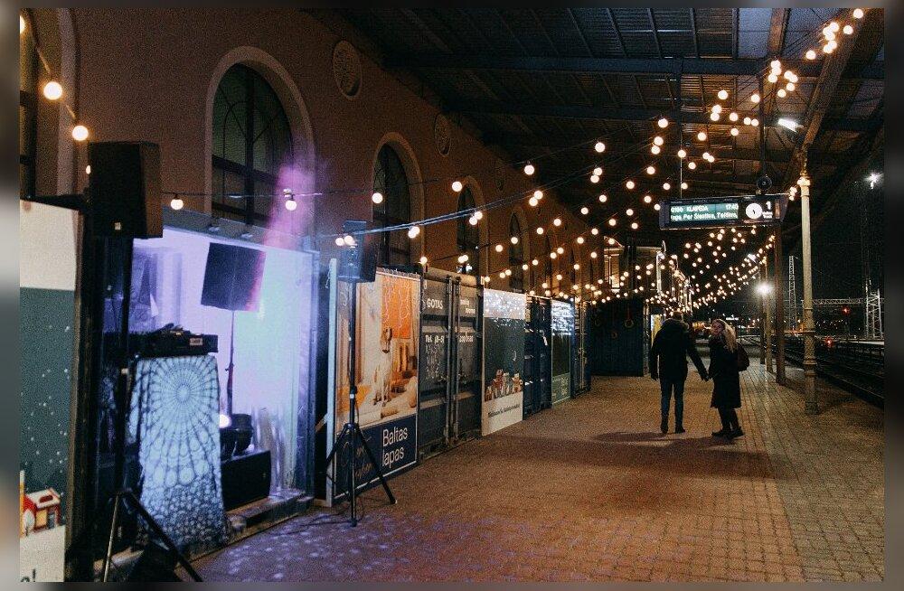 Рождественская сказка Литвы: смотрите, какую праздничную атмосферу устроили гостям города на железнодорожном вокзале Вильнюса