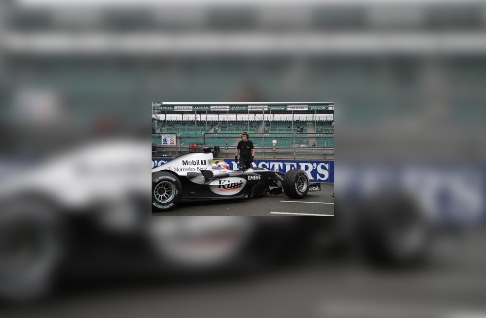 Kimi Räikkönen MP4-19B roolis