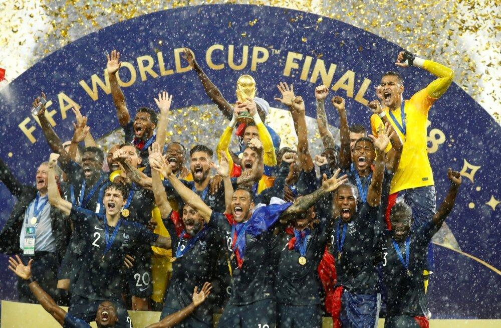 Prantsusmaa võitis teise MM-tiitli. Karikat hoiab kapten Hugo Lloris.