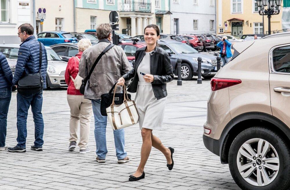 Riigikogulased saabuvad tööle