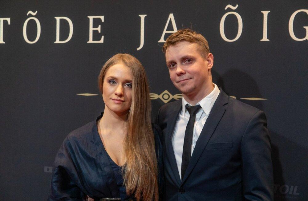 """Tanel Toom ja lauljatar Maia Vahtramäe """"Tõe ja õiguse"""" esilinastusel mõni päev enne tänavust vabariigi aastapäeva."""