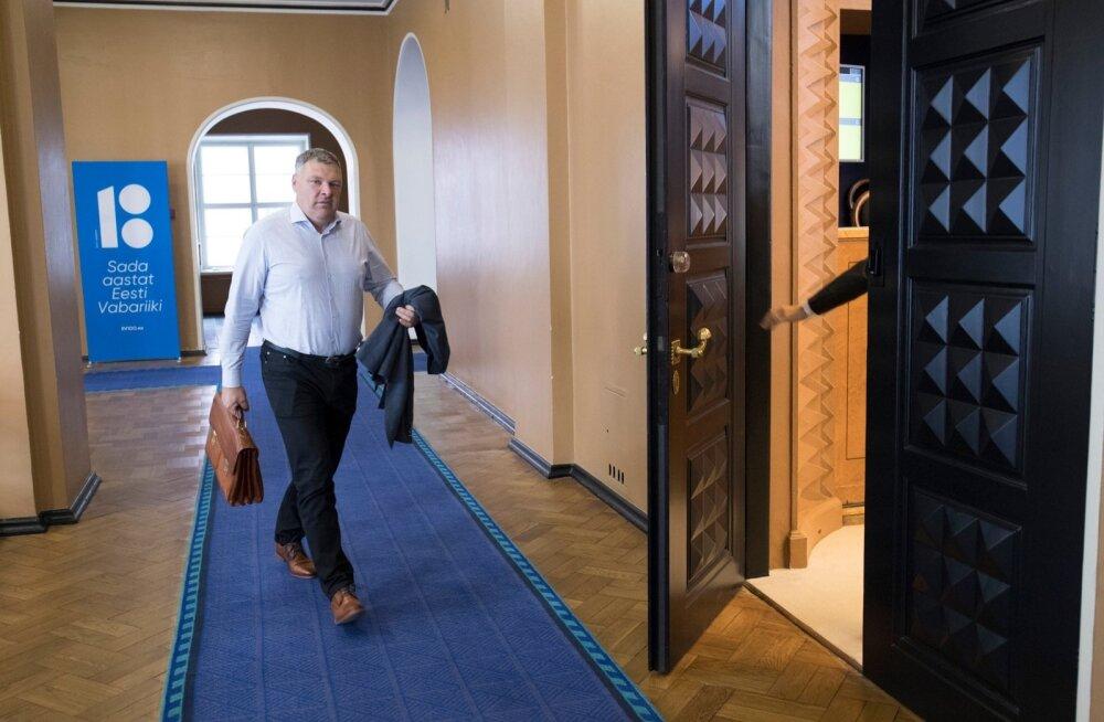 Marko Pomerants ja tema lahutamatu portfell.