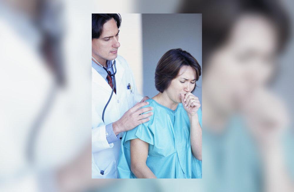 naine arsti juures