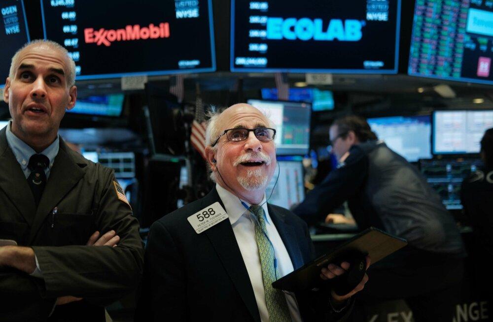 Maaklerid 15.novembril New Yorgi börsil rõõmustamas. Dow Jonesi tööstuskeskmine püstitas uue rekordi, kerkides üle 28 000 punkti tasemele.