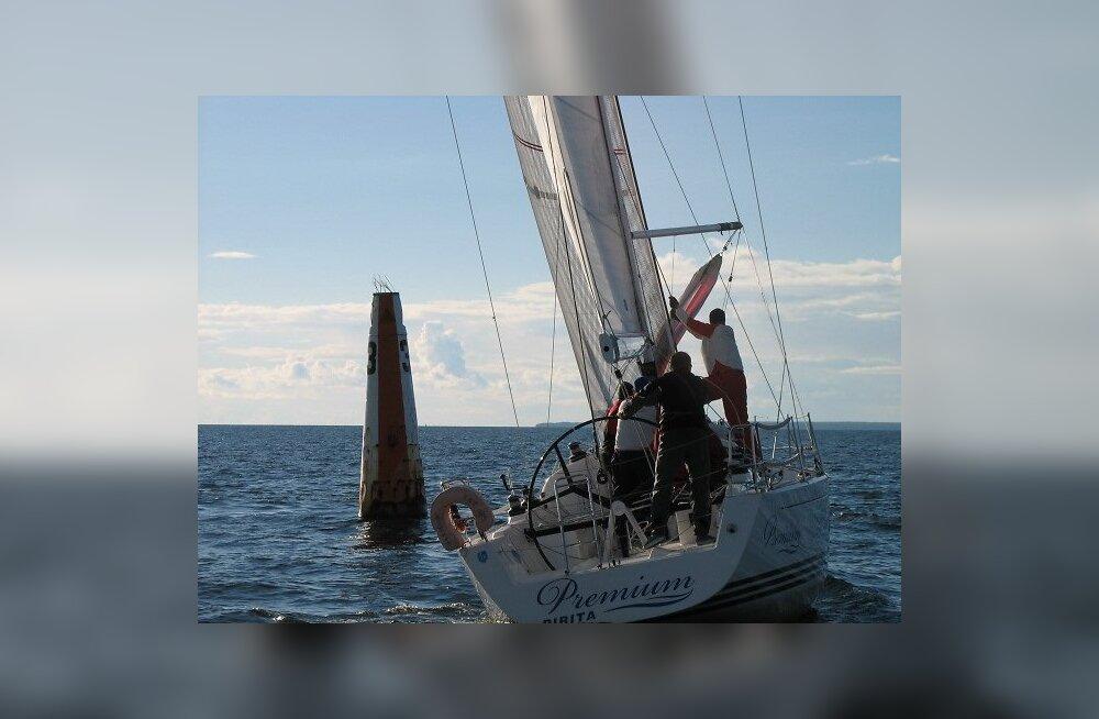 FOTOD: Delfi kolmapäevaregatt siksakitas lahe keskele