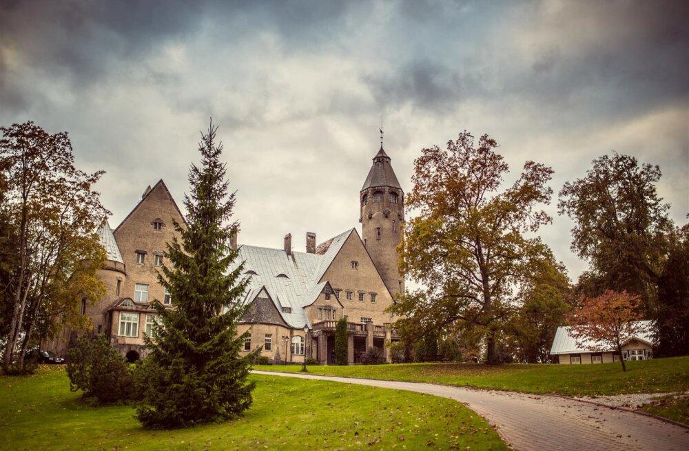 EESTI 100 AARET | Taagepera loss tehti alles siis kivist, kui lossivaim Dora kaks eelmist puidust hoonet maha oli põletanud. Loe, miks ta seda tegi!