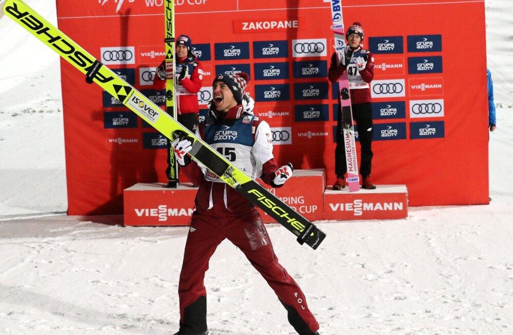 Kamil Stoch võitu tähistamas.