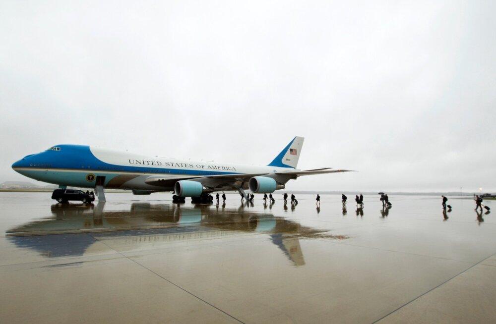 Boeingu mehaanikud tekitasid USA presidendilennukile võimaliku tuleohu