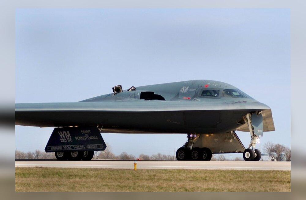 B-2 radarnähtamatu pommitaja. Foto SrA Kenny, AFP