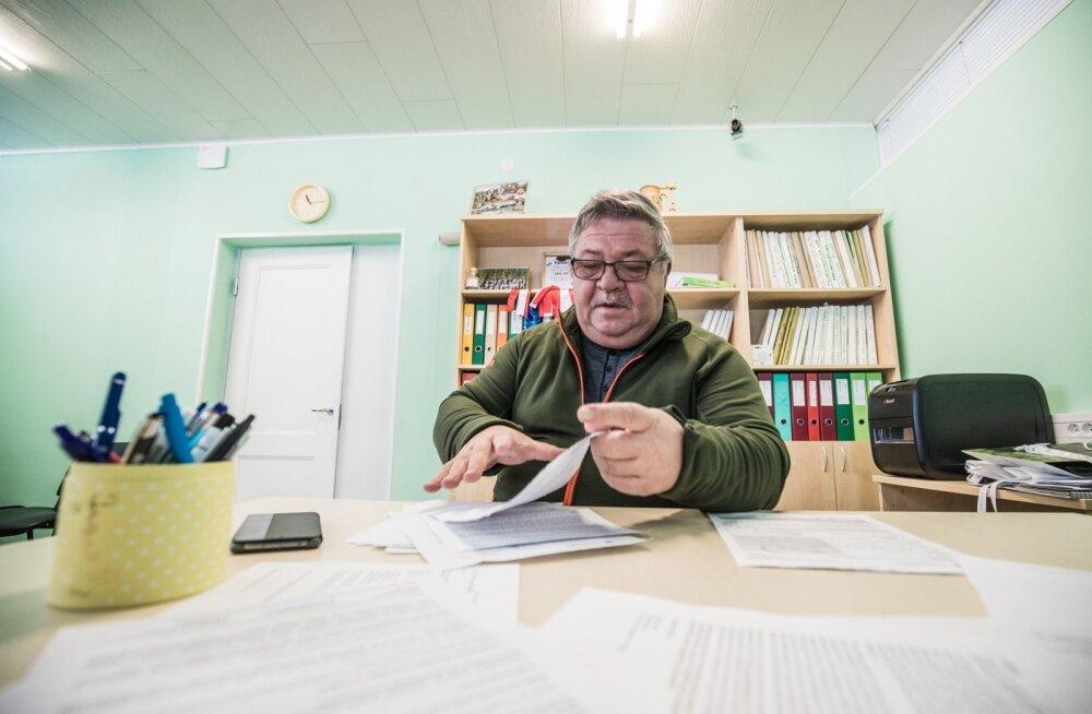 Avo Kruusla loeb kohtutäiturilt saadud dokumente ja imestab, miks tegi PRIA otsuse talu kohta, kuigi see oli juba pool aastat varem muudetud osaühinguks.