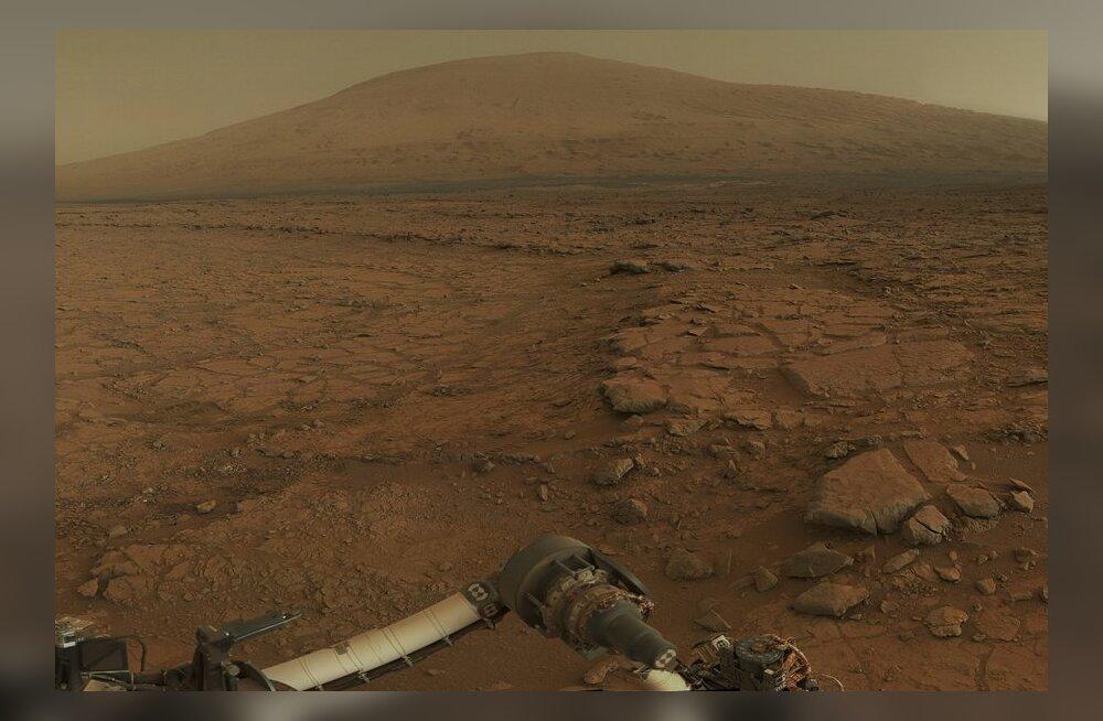 Marsikulgur Curiosity pööras pilgu 5,5-kilomeetri kõrgusele Mount Sharpile