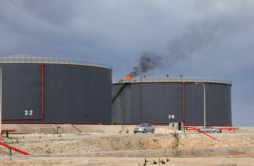 Saudi Araabia ja Venemaa signaliseerivad, et naftatoodangu kärped pikenevad 2018. aastasse