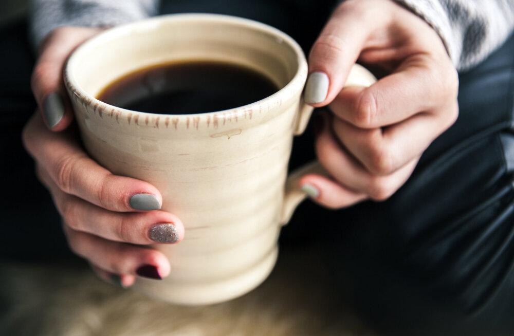 Käed reedavad vanust: kuidas need 20ndates, 30ndates ja 40ndates muutuvad ning mida saad käte vananemise vastu kohe ära teha