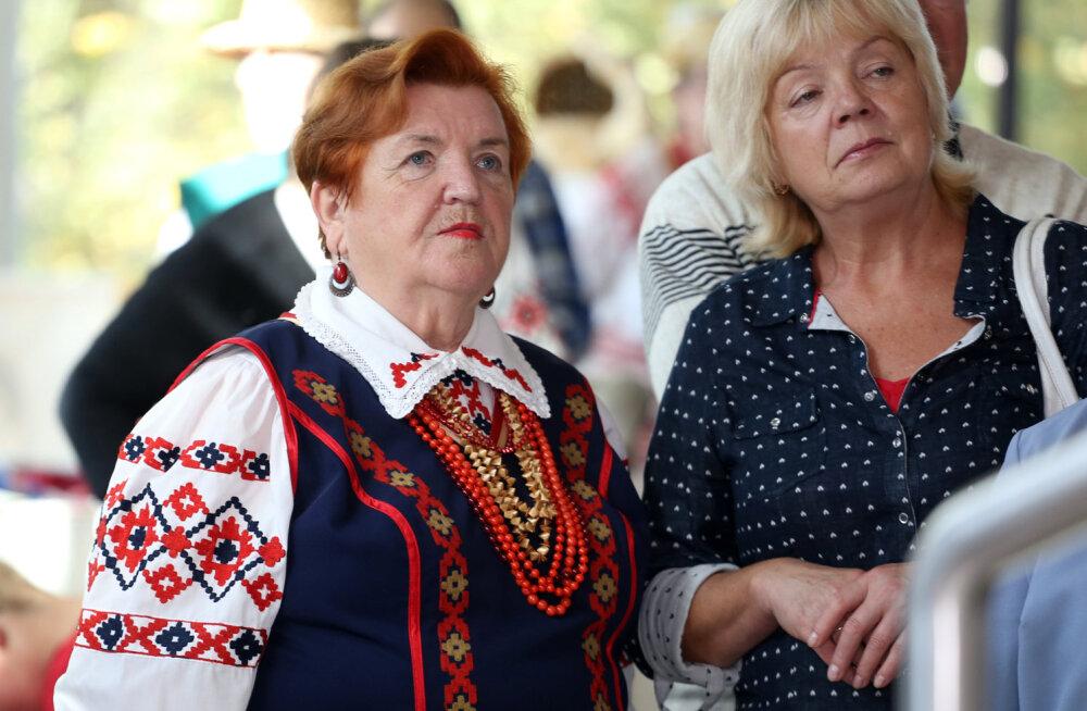 russkuyu-pozhiluyu-po-krugu