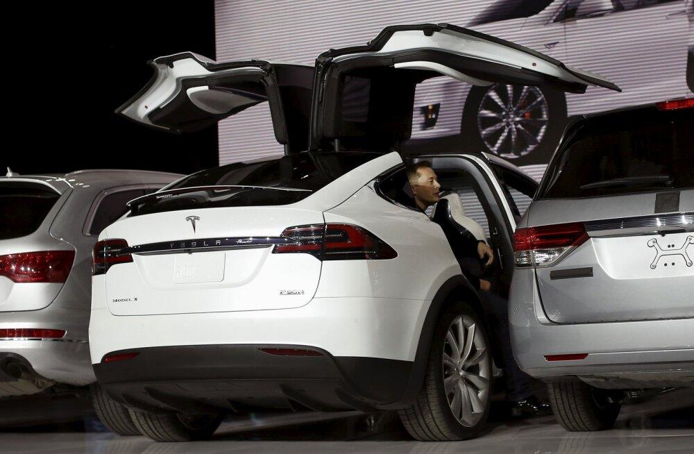 Tesla toodab oodatud uut autot Model X kahtlaselt pisikeses koguses