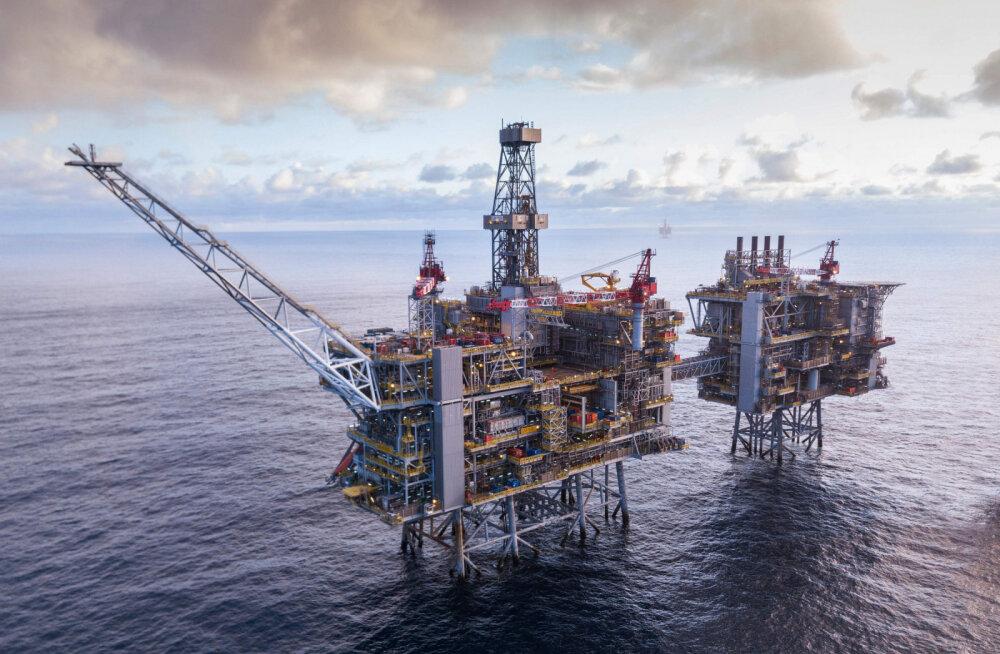 Падение продолжается: цена барреля нефти Brent опустилась ниже 59 долларов