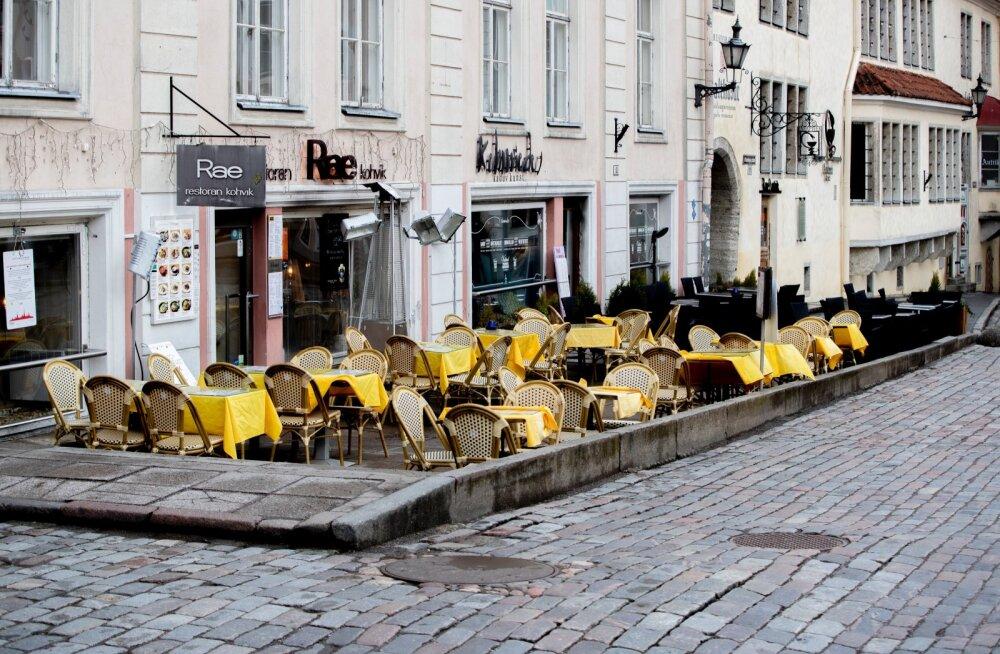 Tühi tänavakohvik. Foto on illustratiivne