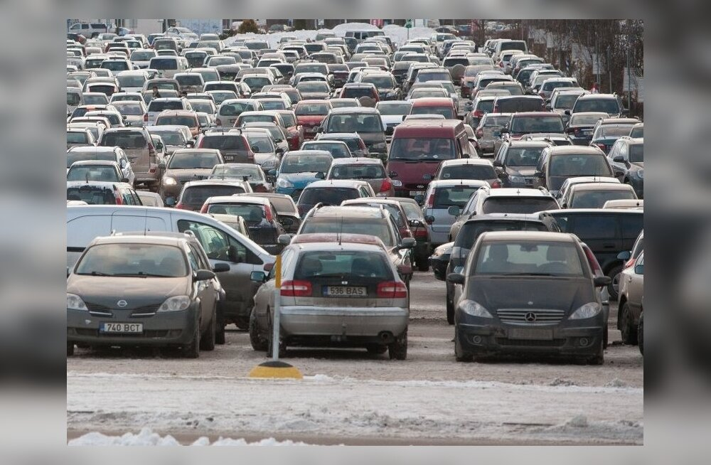 Полиция разыскивает свидетелей аварии на парковке