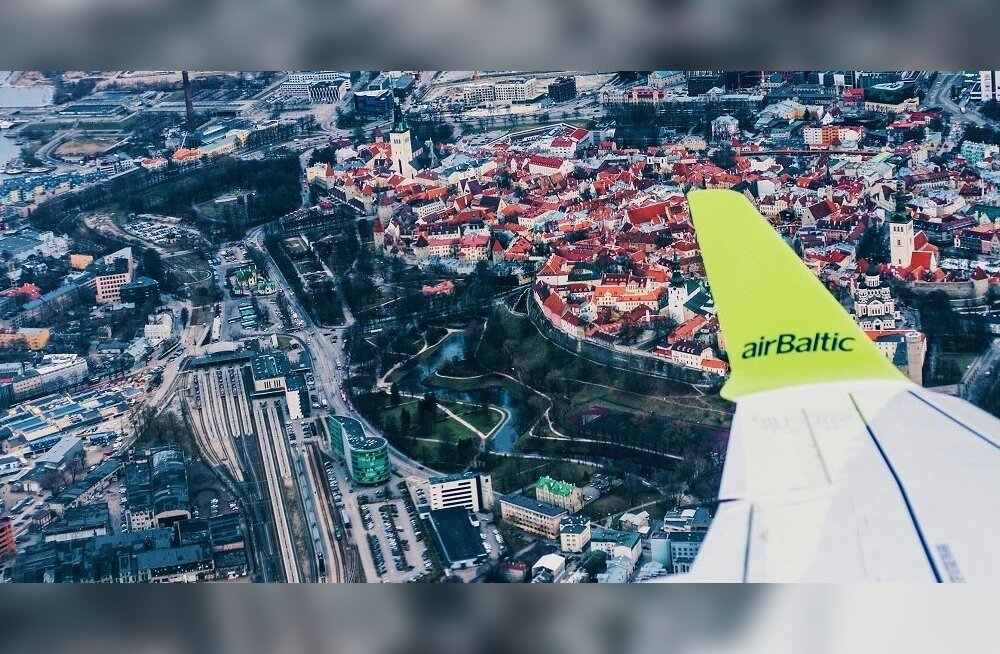 Air Balticu lennuk Tallinna kohal.
