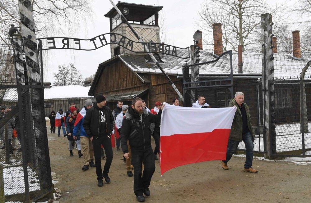 Poola politsei uurib antisemiitlikke avaldusi natsionalistide marsil Auschwitzi surmalaagri juures