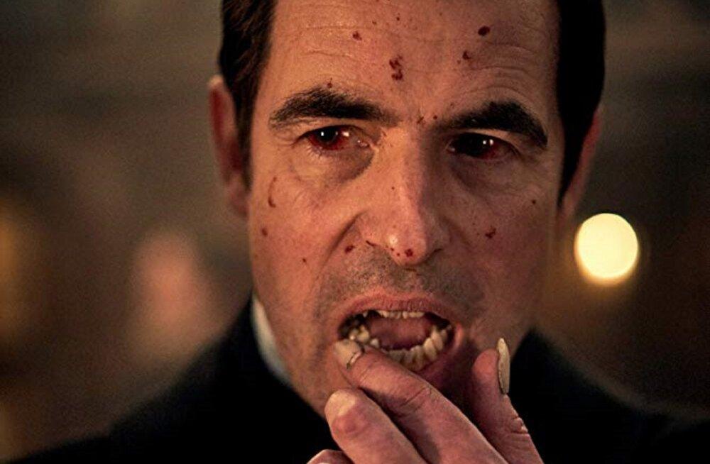 """Nädalavahetuse filmi- ja seriaalisoovitused: Robert Pattinson tähtede keskel ja Netflixi lõbusalt verine """"Dracula"""""""