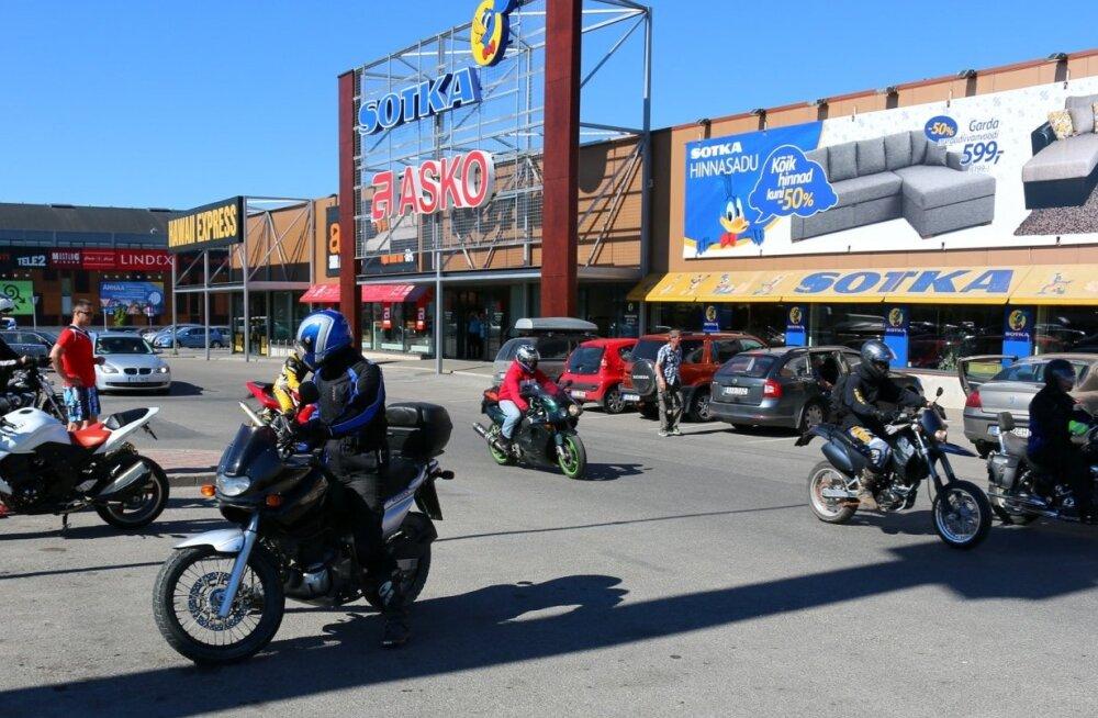 297b91ae8bf Venemaa motokaskadöör annab Tallinnas tsiklietenduse - Sport