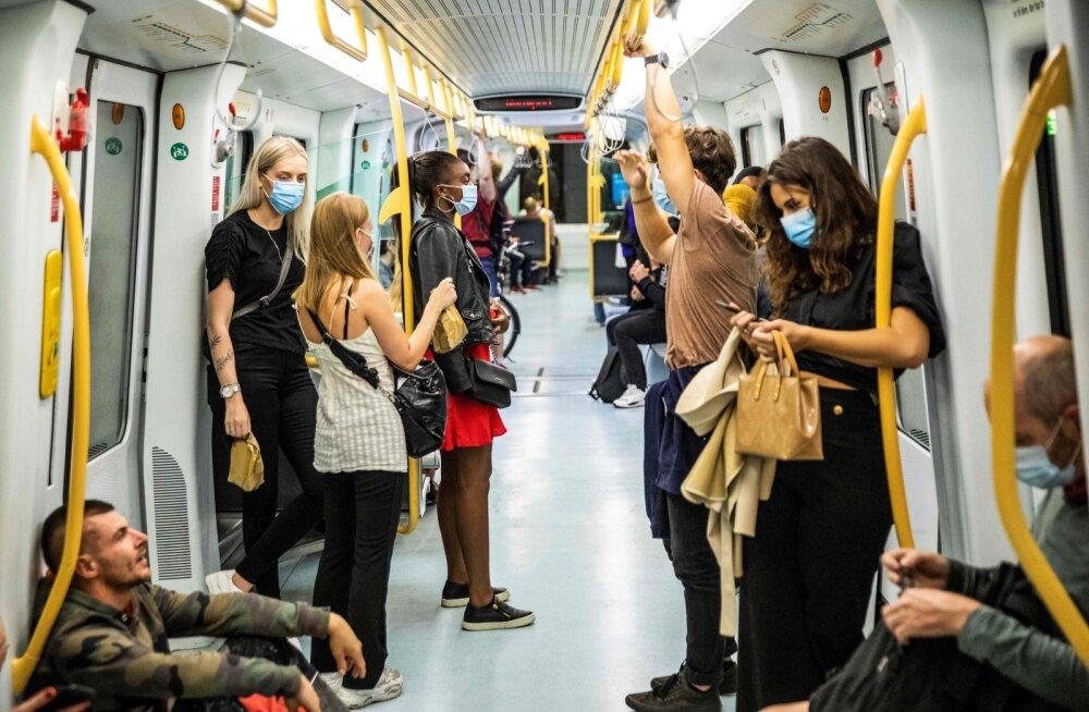Kopenhaageni metroo 22. augustil, kui Taani tegi ühistranspordis maski kandmise kohustuslikuks.