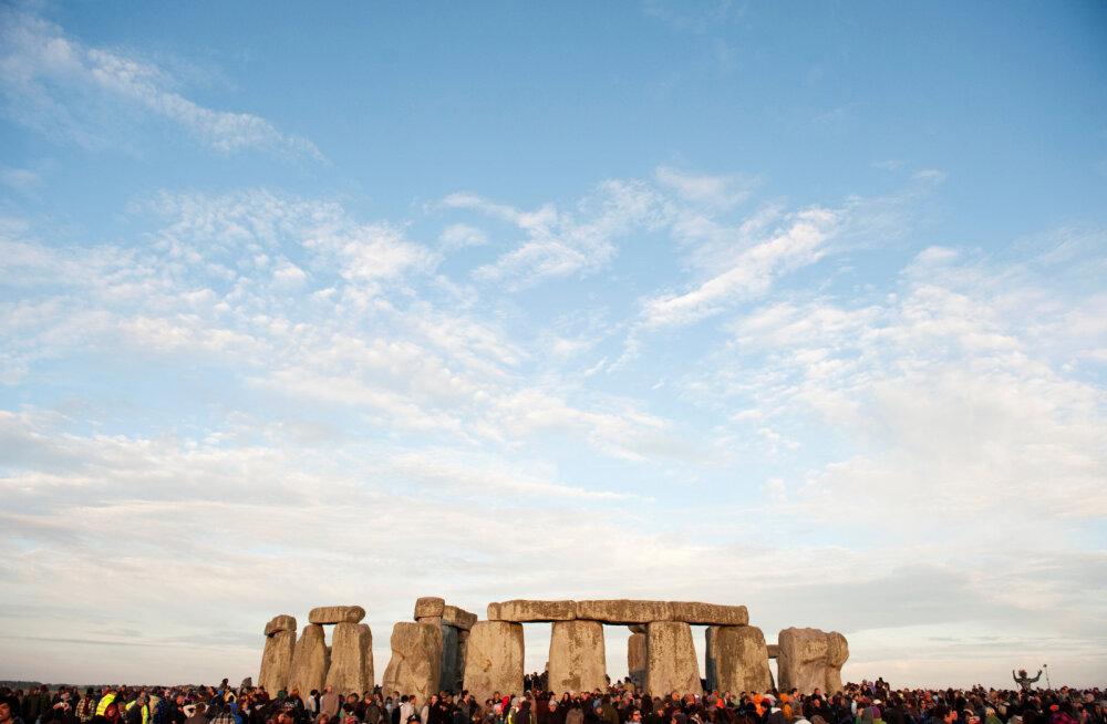 Briti arheoloog väidab, et mõned Stonehenge`i kivimürakad olid kohal juba enne inimesi