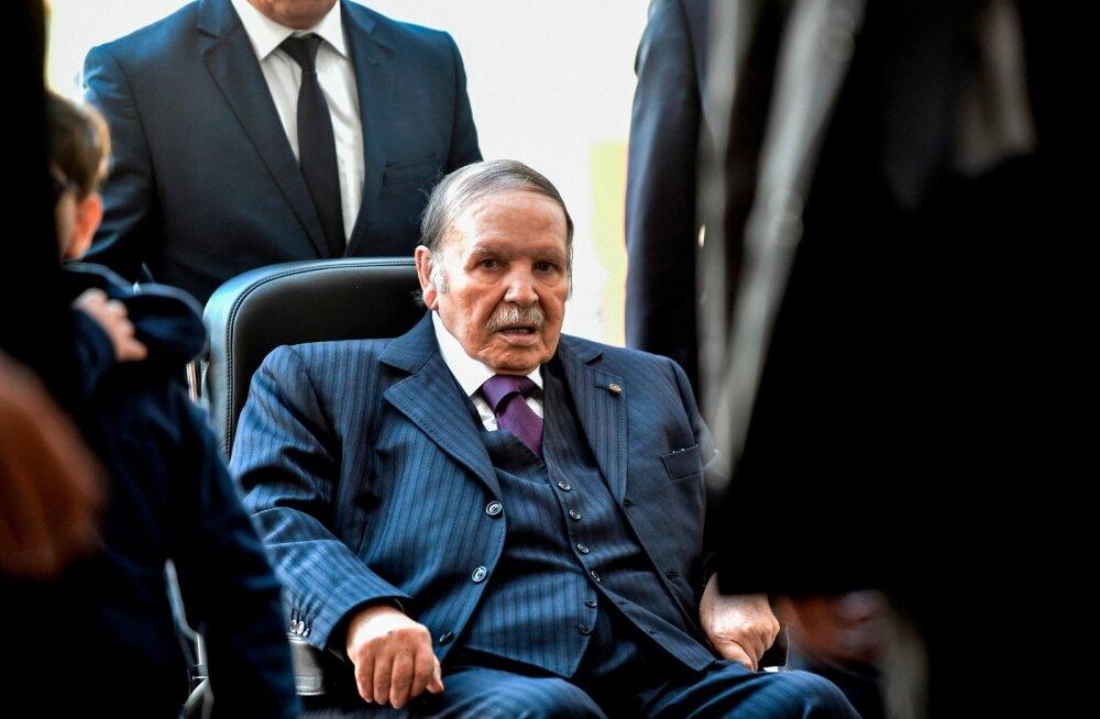Alžeeria 81-aastane põdura tervisega president teatas viiendaks ametiajaks kandideerimisest