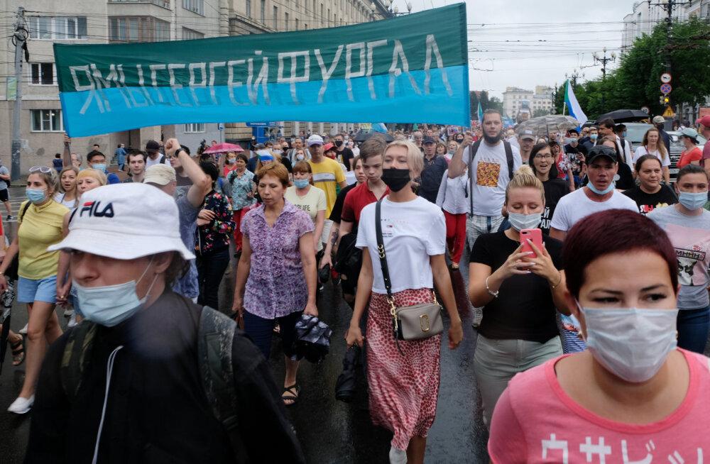 FOTOD   Habarovskis tulid tuhanded inimesed vihma trotsides taas keskvalitsuse vastu meelt avaldama