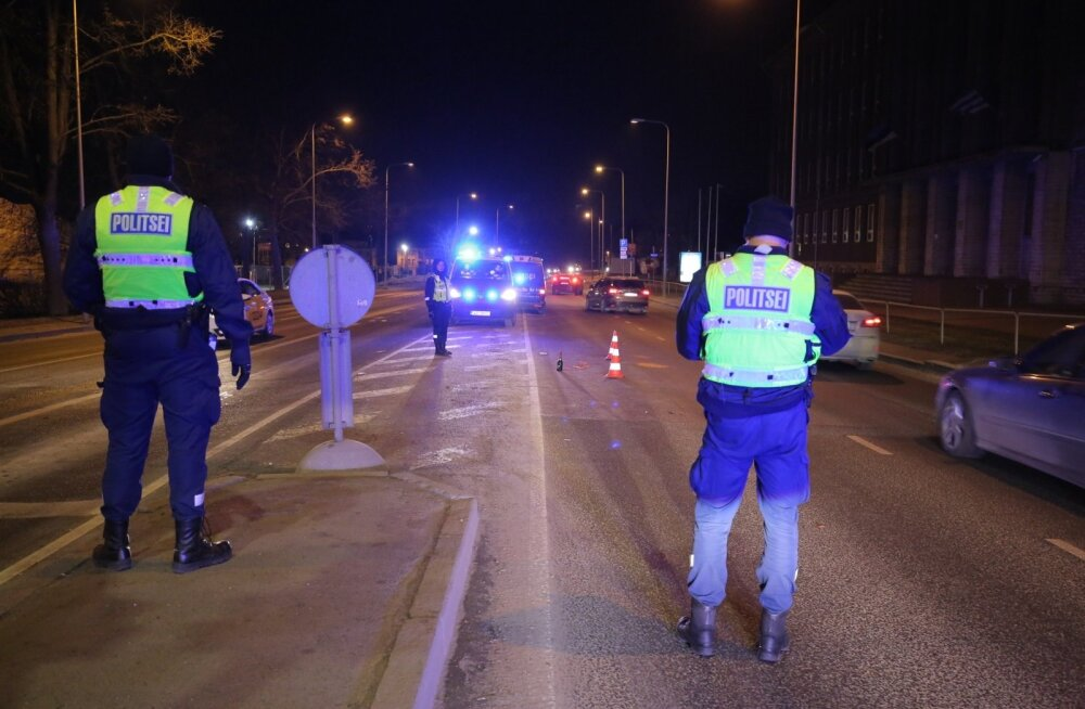 DELFI FOTOD: Tallinnas võttis rahvamass vastu uue aasta, ei puudunud ka kahjuks veri ning alkohol