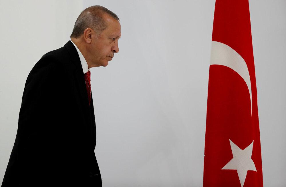Erdogan lasi päevapealt keskpanga juhi lahti. Türgi liir kukkus