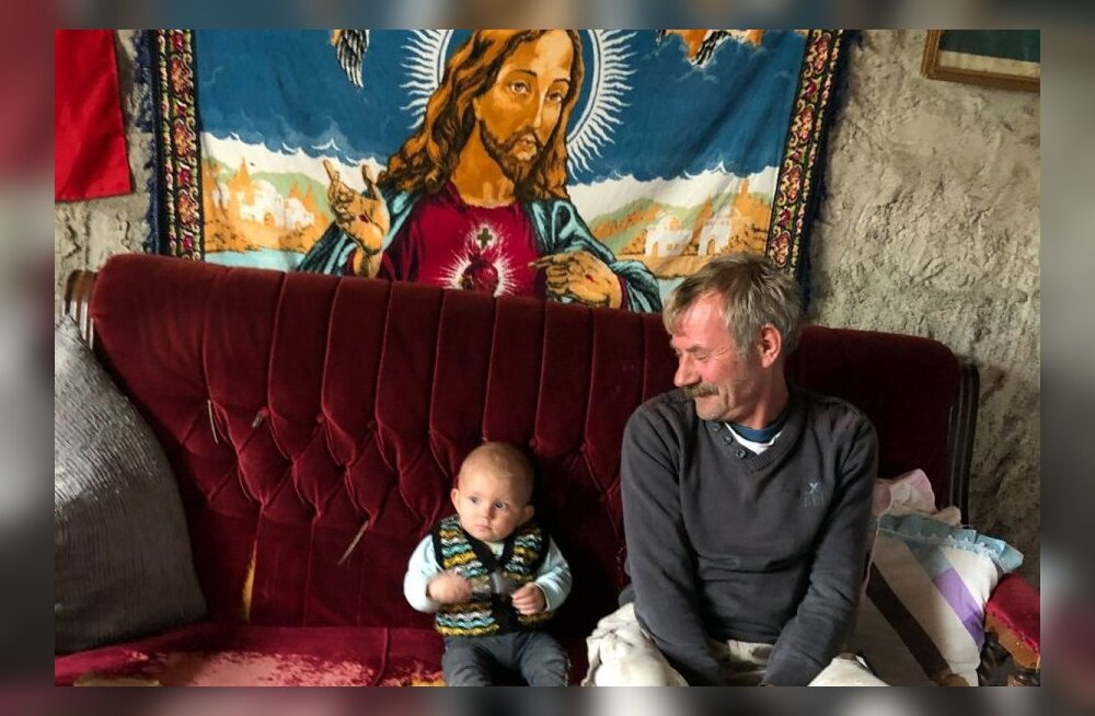 В семье на стене висит ковер с изображением Иисуса Христа. Более 135 лет семья Аугуста сохраняет свою веру на территории современной Турции.