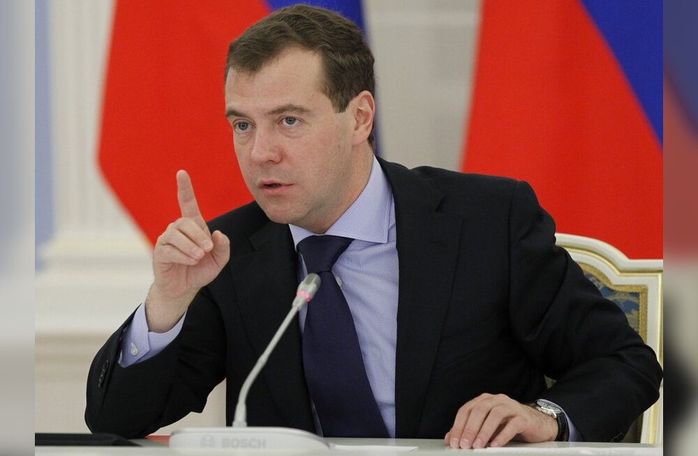 Medvedev: Venemaa tugevdab sõjalist kohalolekut Kuriilidel