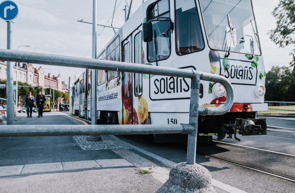Õlleuimas rets peksis trammijuhi läbi, põgenevat vägivallatsejat takistanud turvatöötaja sai nuga