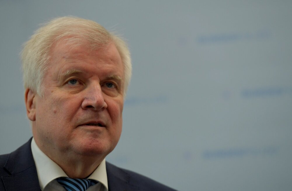Saksamaa siseminister Seehofer astub tagasi Baieri konservatiivse erakonna CSU juhi kohalt