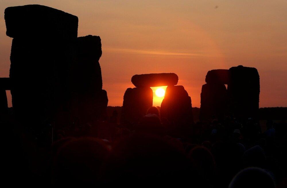 Suvine pööripäev Stonehenge juures