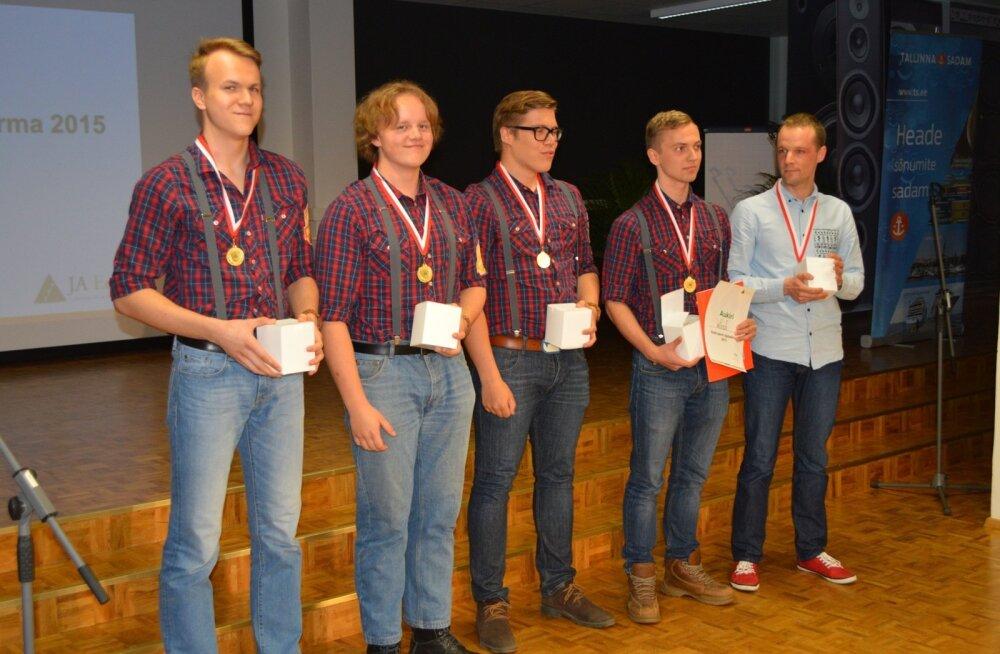 Eesti parim õpilasfirma aastal 2015 ÕF Wooch Hugo Treffneri Gümnaasiumist.