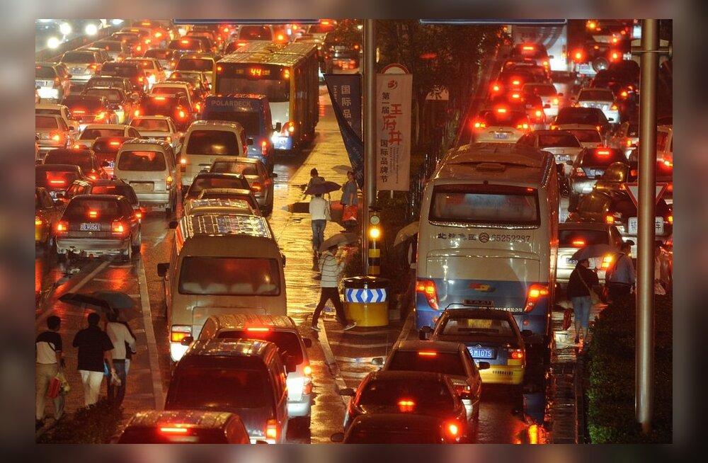 VAATA ISE: Ummikud ja liiklus viie miljoni autoga Pekingis