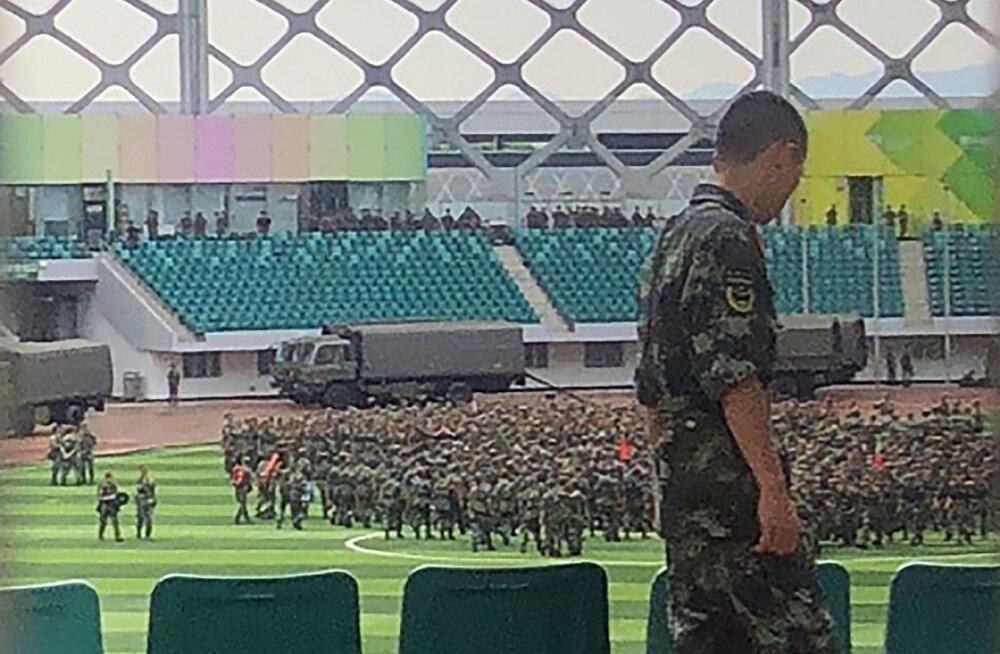 Hiina sõjaväelased pidasid Hongkongi naaberlinna staadionil paraadi
