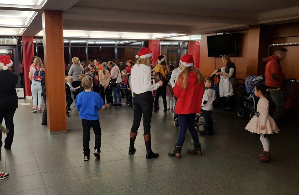Ласнамяэская управа организовала рождественское шоу для детей из малообеспеченных семей
