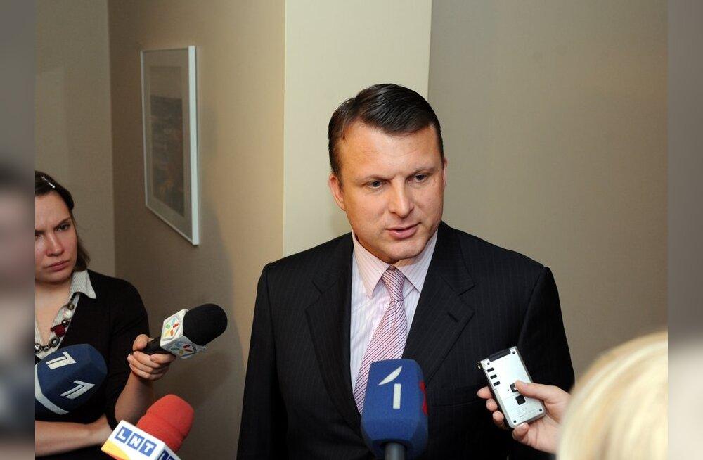 Lätis jätkuvad läbiotsimised, peamine sihtmärk on Ainārs Šlesers