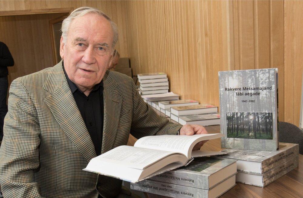 Raamatu autor Raivo Helm on Rakvere metsamajandi ajaloo jäädvustanud nii dokumentide kui ka isiklike mälestuste najal.