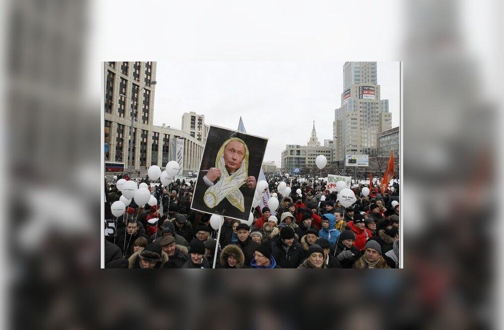 Конституционный суд РФ потребовал снизить штрафы за нарушения на митингах